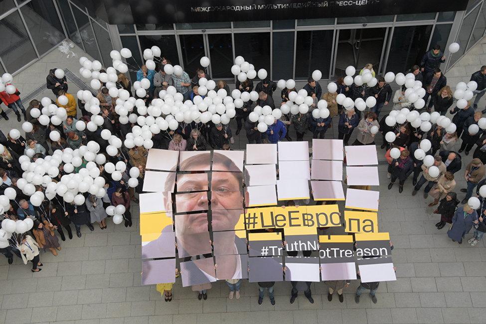 俄莫斯科舉行支持在烏克蘭被捕記者維辛斯基的活動