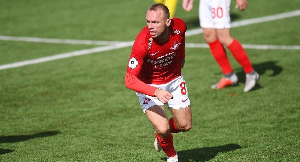 莫斯科斯巴達克足球隊的中場隊員丹尼斯·格盧沙科夫