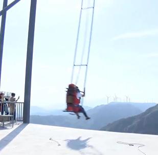 懸崖邊上盪鞦韆 挑戰你的神經