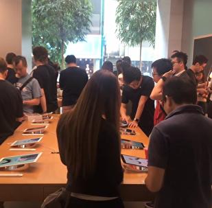 狂熱果粉排隊只為iPhone新機