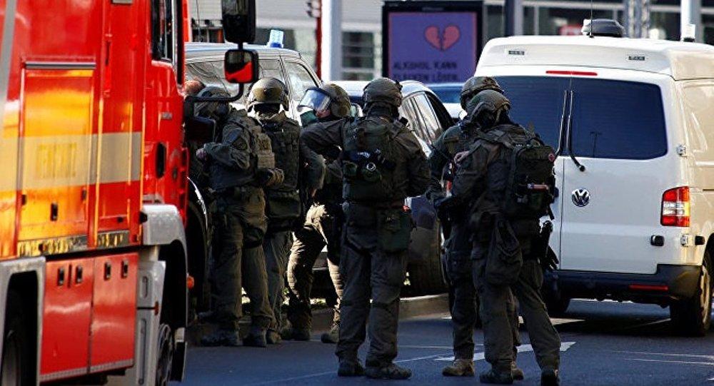 科隆火车站劫持人质的男子已被控制