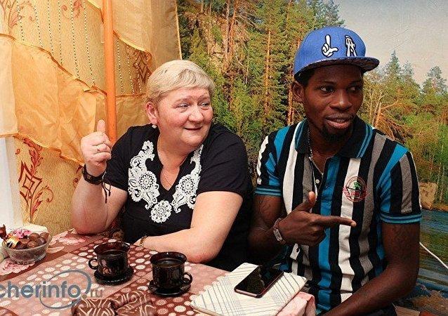 尼日利亞王子加布里埃爾∙阿賈伊與納塔利婭∙韋傑尼娜