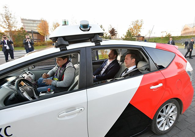 梅德韋傑夫乘坐了無人汽車