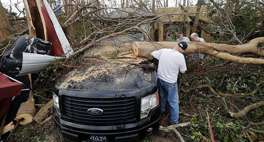 """媒体:美国飓风""""迈克尔""""死亡人数升至33人"""