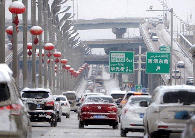 新疆乌鲁木齐下大雪 气温骤降至零下5度