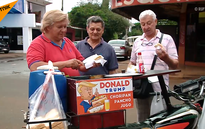 特朗普「孿生兄弟」在巴拉圭賣熱狗