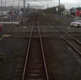 新西兰肇事者穿越火车道口惹祸