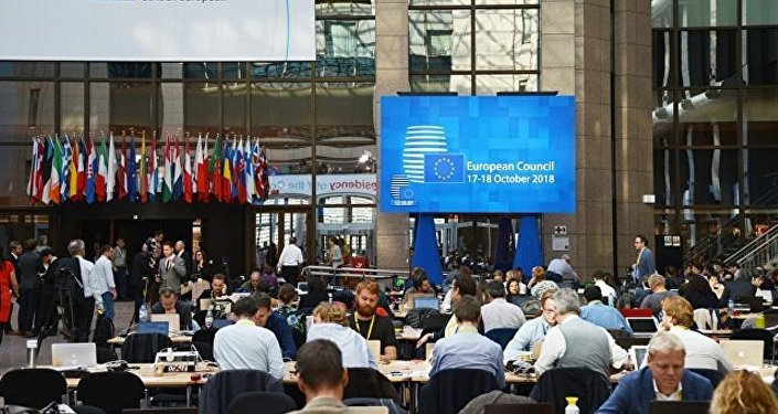 亞歐會議發表示的聲明稱,與會者確認集體支持伊核協議,取消制裁是該協議的不可分割的一部分