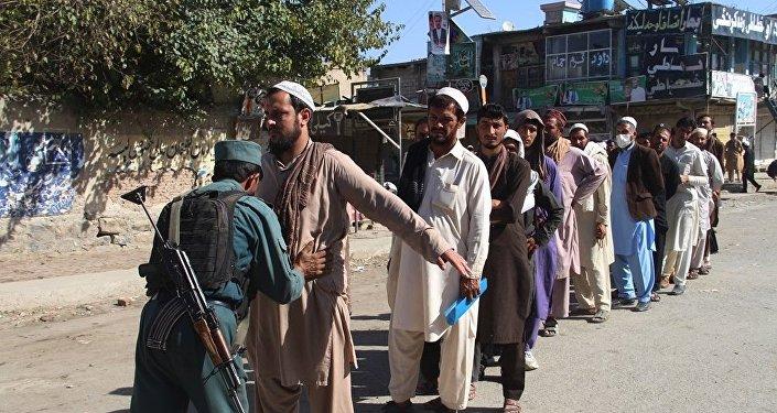 媒体:阿富汗议会选举日爆炸至少造成44死238伤