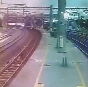 台铁列车脱轨视频曝光