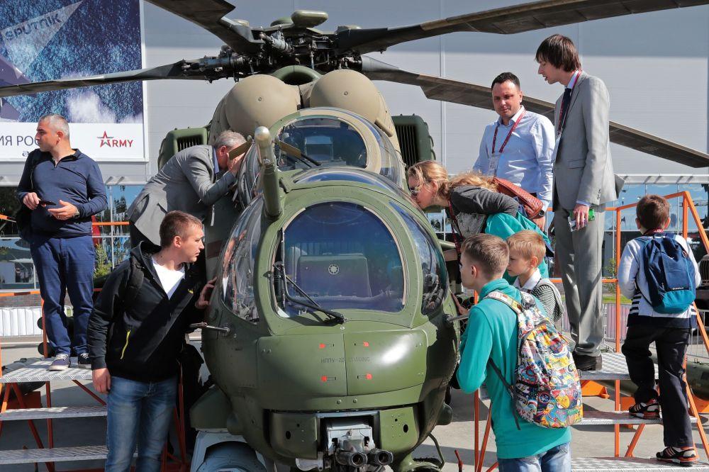第四屆「軍隊-2018」國際軍事技術論壇上展示的米-35M武裝運輸直升機,莫斯科州庫賓卡市