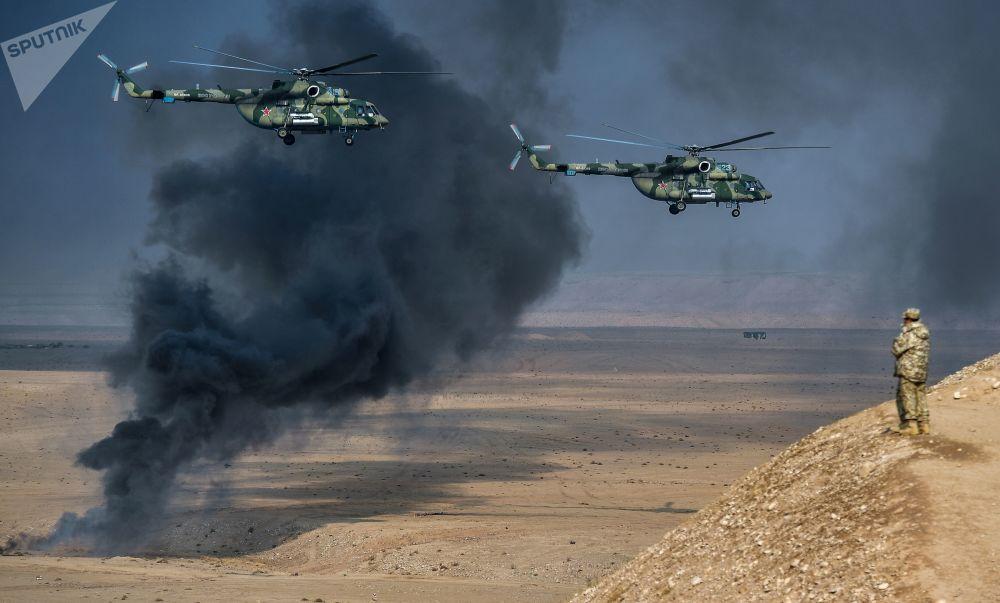 集體安全條約組織在塔吉克斯坦舉行的聯合反恐演習上的米-8AMTSh「終結者」武裝直升機