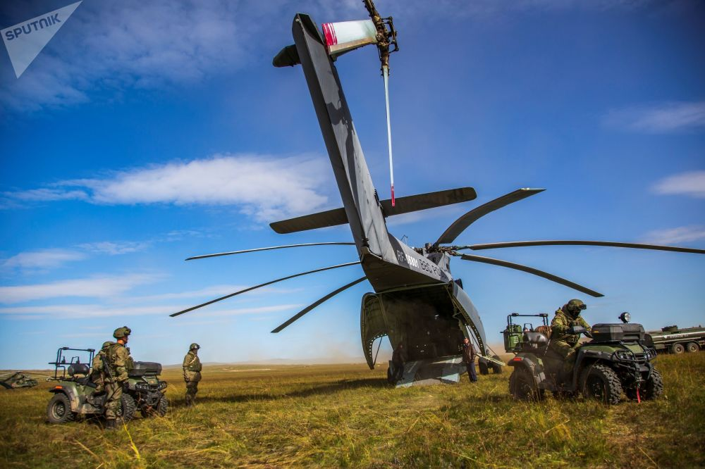 「東方-2018」軍演主要階段期間小分隊從米-26直升機上完成登陸,後貝加爾邊疆區「楚戈爾」訓練場