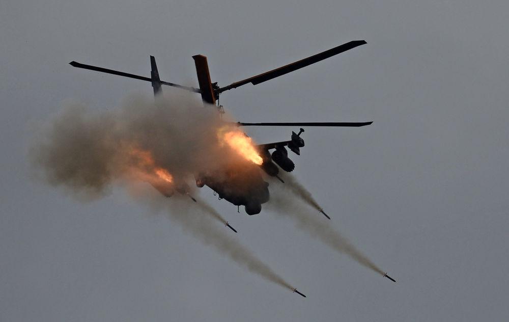 「軍隊-2016」國際軍事技術論壇上的卡-52「短吻鰐」直升機