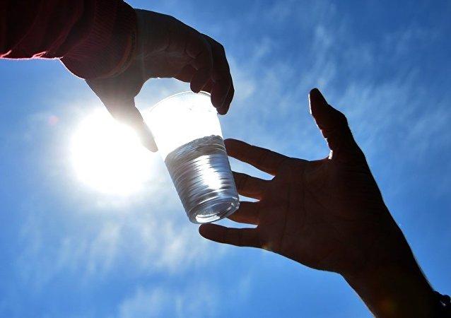 醫生們稱過量飲水有致命危險