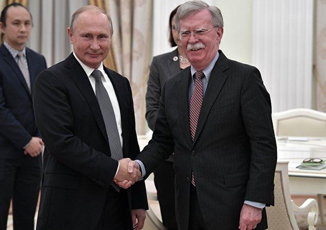 俄罗斯总统普京会见美国国家安全顾问博尔顿