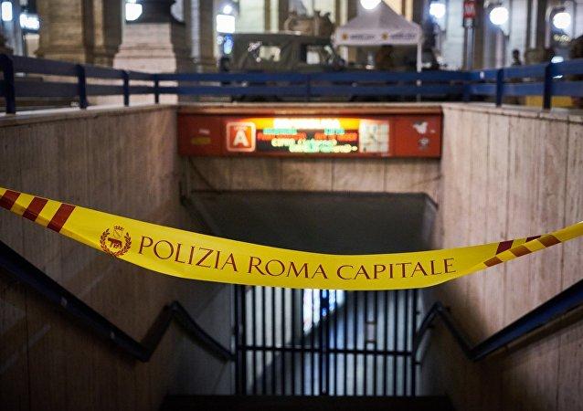 意大利罗马市共和国地铁站自动扶梯发生事故