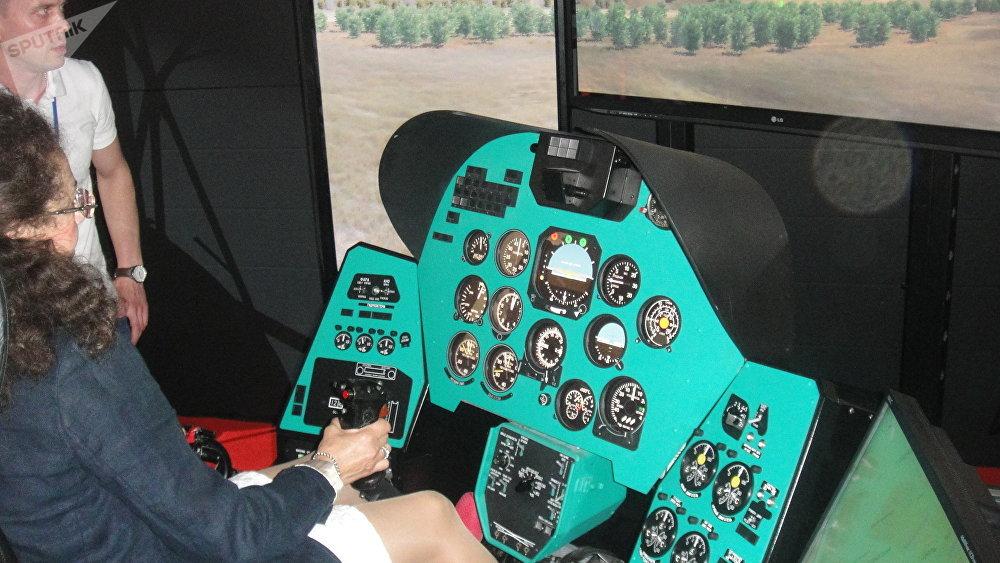 2017莫斯科國際航空航天展覽會(MAKS)上展示的米-24直升機飛行員演示教學訓練器,莫斯科州茹科夫斯基市