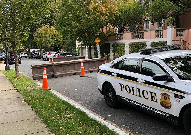 美国加州一持剑男子在教堂与警方对峙中被击毙  2名警察受伤