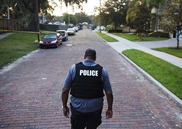 """美国某市政府""""无故""""解雇全部警察"""