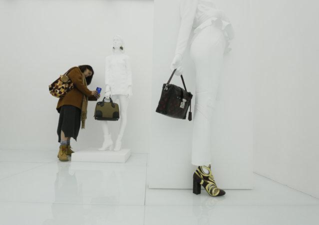 外媒:中國遊客成奢侈品最大消費群體