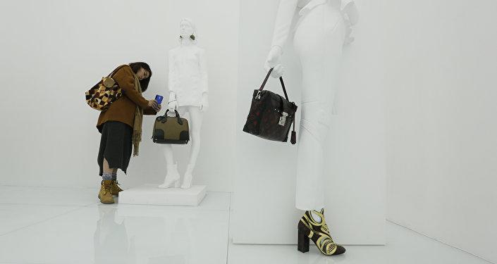 外媒:中国游客成奢侈品最大消费群体