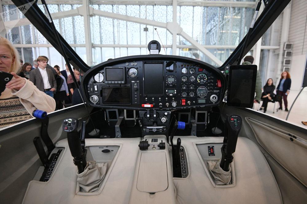 环球飞行之电动飞机样机座舱