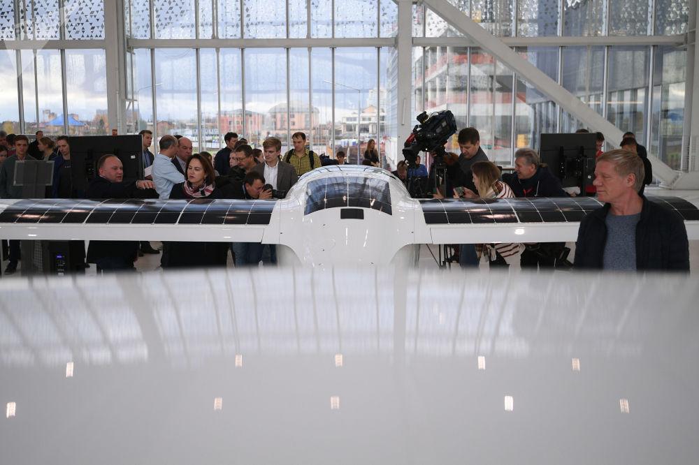 环球飞行之电动飞机样机展示