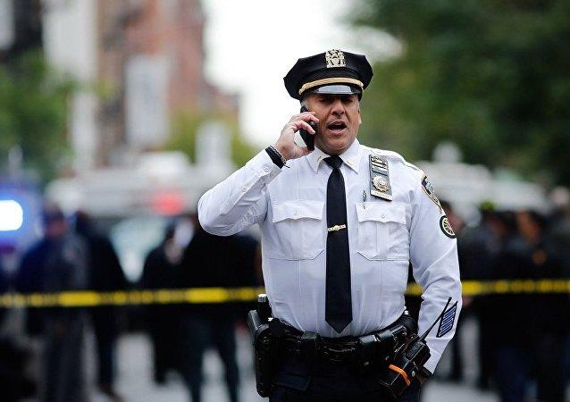 紐約警方從曼哈頓郵局取走可疑包裹