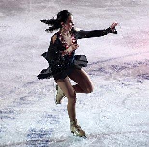 俄花滑名將圖克塔梅捨娃在加拿大大獎賽上表演「脫衣舞」