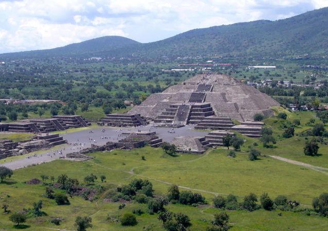 墨西哥月亮金字塔