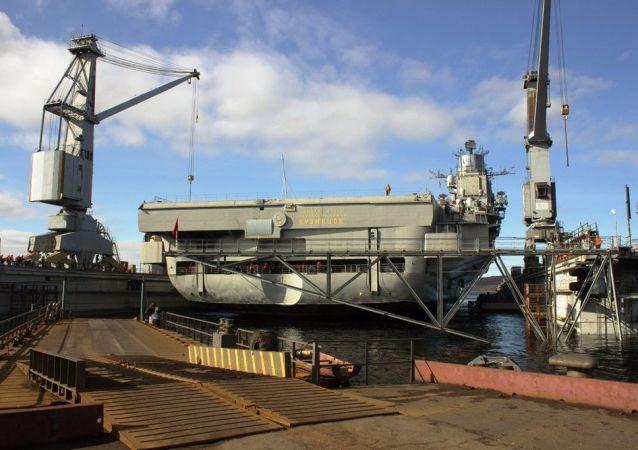 「庫茲涅佐夫」號航母在浮船塢事故後將通過大修予以修復