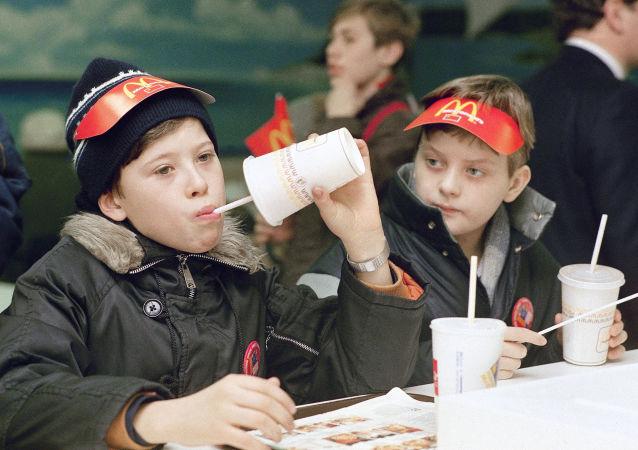 莫斯科首家麦当劳餐厅