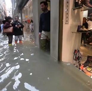 10年来最严重洪灾:威尼斯70%被淹