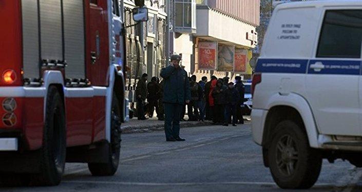 俄联邦安全局阿尔汉格尔斯克分局大楼门口发生爆炸