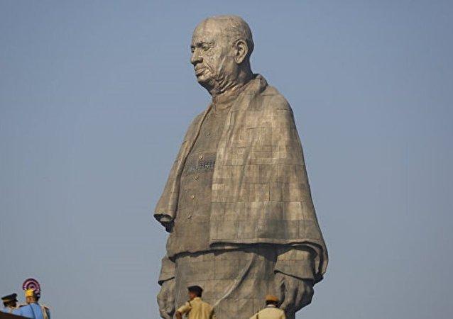 世界上最高雕像在印度揭幕