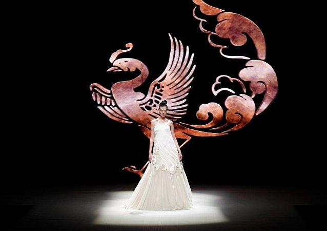 中国国际时装周 靓模展华服风采