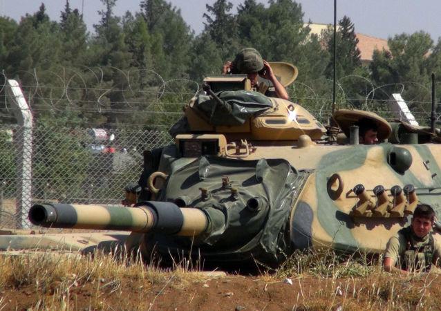 土美两国军人开始在叙利亚曼比季进行联合巡逻