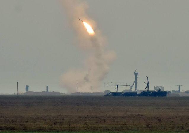 乌克兰在与克里米亚接壤地区发射导弹