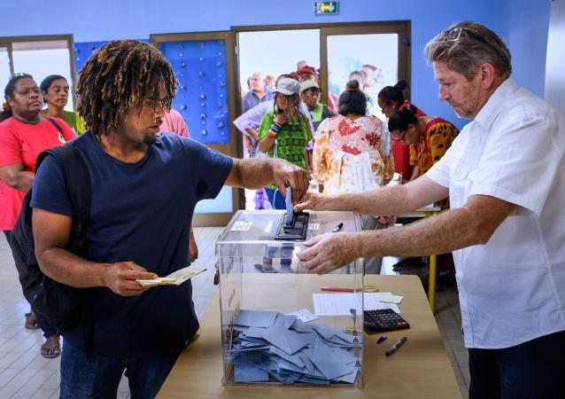 新喀里多尼亚民众投票