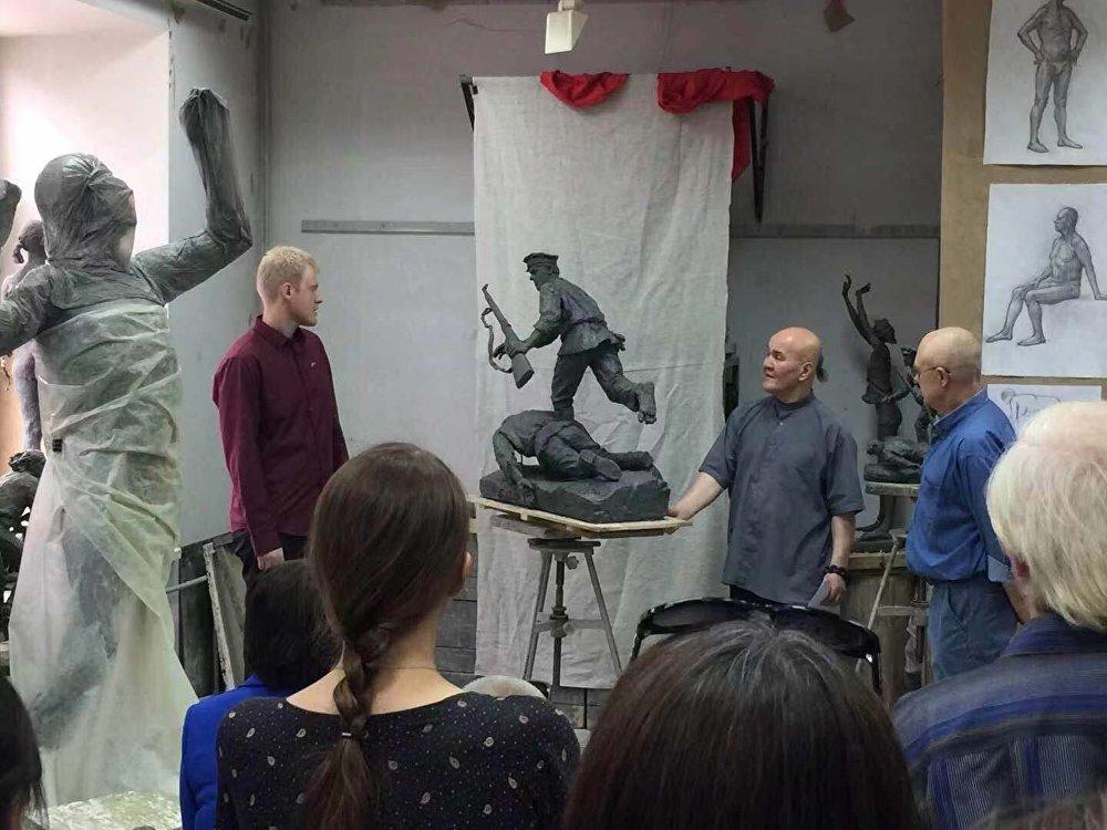 蘇里科夫雕塑系課堂上