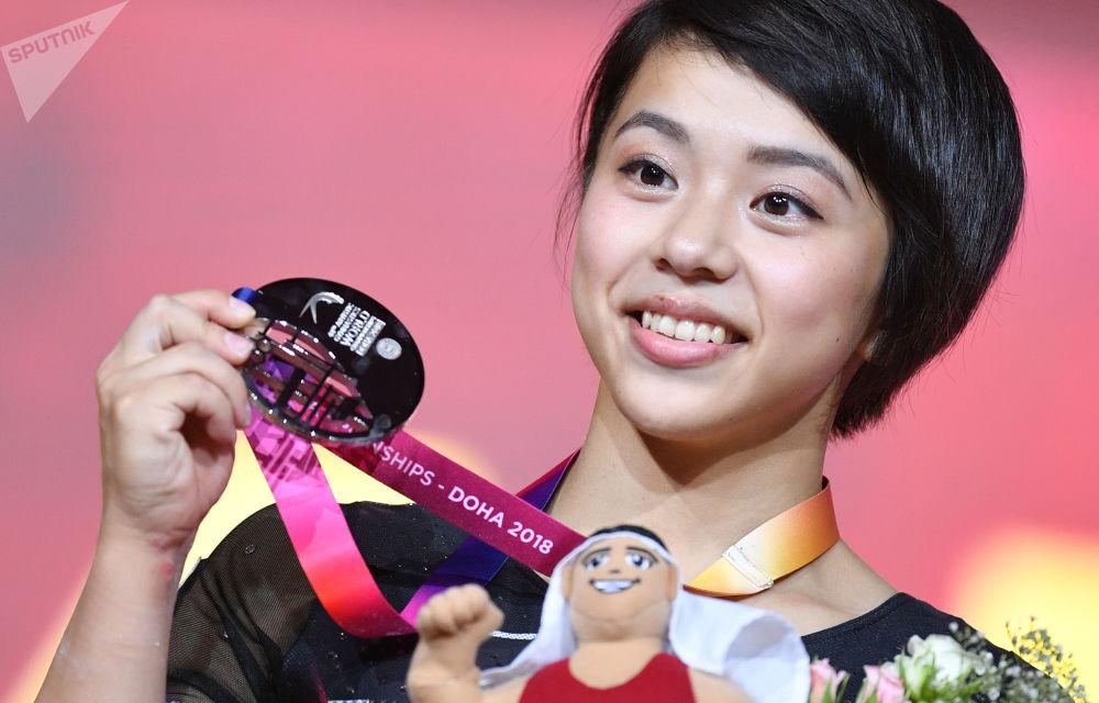 多哈体操世锦赛落幕 女运动员展现高超竞技水平