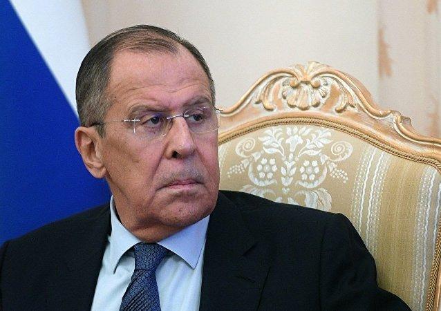"""俄外长:俄无意在中美贸易战中""""选边站队"""""""