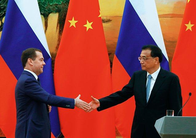 俄总理梅德韦杰夫:俄中有意加强各领域合作