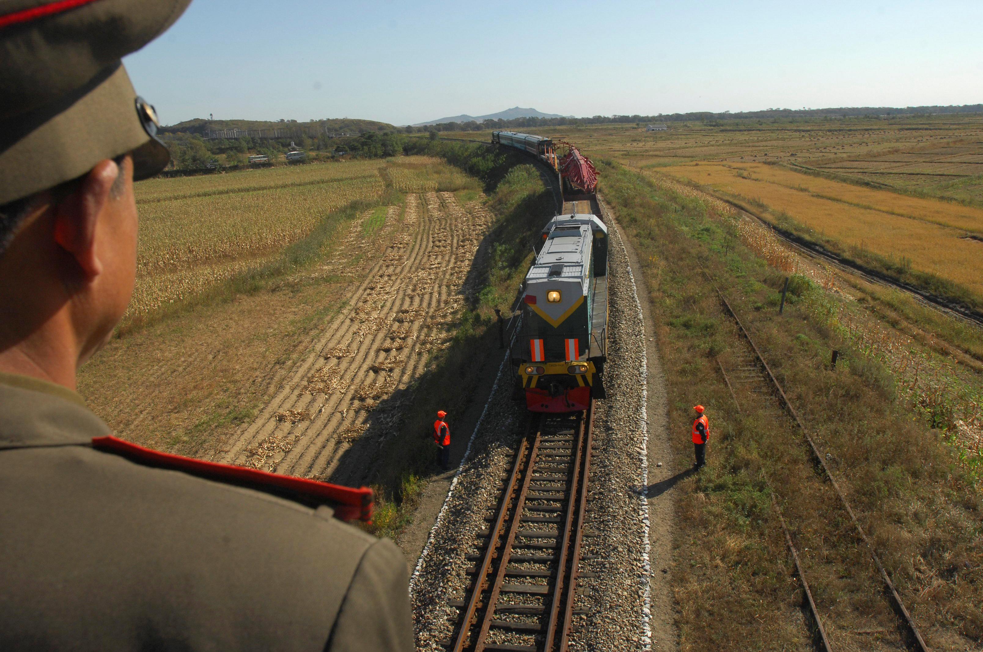 韓國在美國對朝制裁條件下試圖重啓從俄羅斯將貨物沿鐵路運送至羅津的「羅津—哈桑」的舊項目,再從這裡可以經海路將貨物發送至韓國港口。