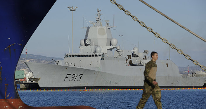 挪威护卫舰与油轮相撞 致7人受伤