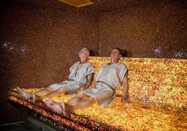 在立陶宛展示了世界上的第一個琥珀浴室