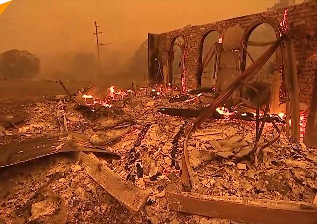 加州天堂镇毁于林火