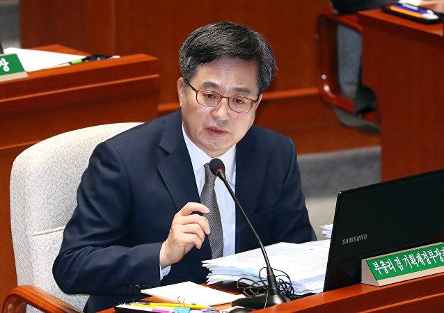 韓國替換經濟副總理兼企划財政部長官
