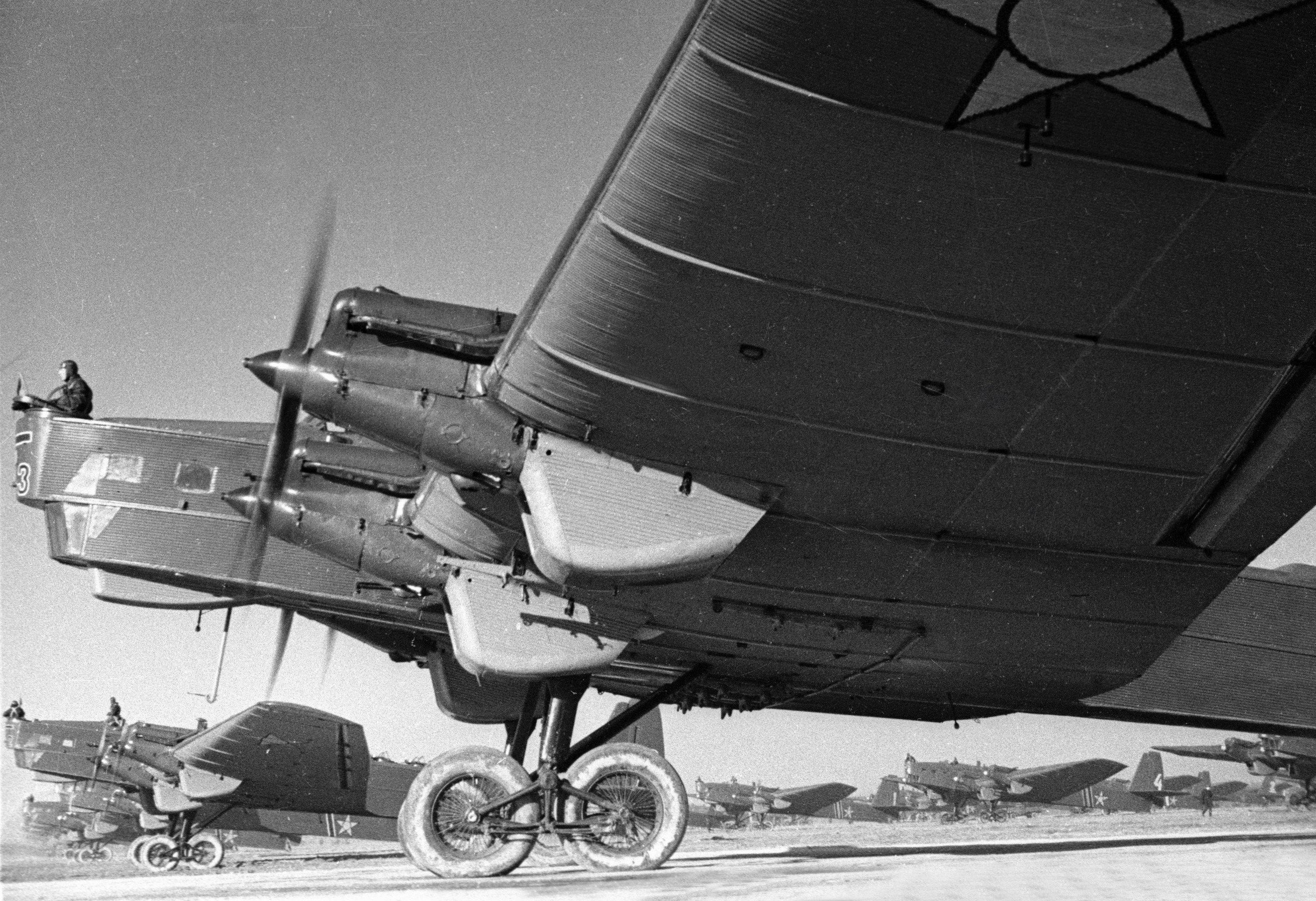 ANT-6四引擎重型轟炸機